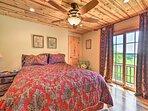 The other 2 bedrooms host queen beds.