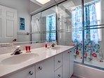 Vacanza Rentals - Villa Sunshine third bathroom