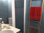 Salle d'eau + wc attenante à la chambre 2