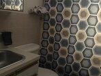 sink & tub/shower