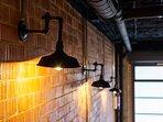 Detalle iluminación industrial.
