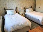 Muckno Lodge Twin Bedroom 2