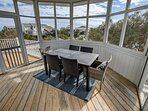 Screened Porch with Table seats 6