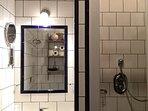 salled 'eau au RDC avec douche, lavao, WC, sèche cheveux - radiateur électrique