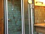 Grande salle d'eau privative LA SUITE