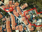Vista aerea del Residence panoramico SECRET SPORADES. Parcheggio privato e limiti della proprietà.