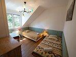 2ème étage, la chambre côté jardin avec 2 lits