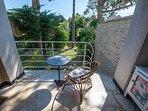 Et le petit balcon couvert côté jardin