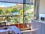 La superbe vue sur la piscine, l'Ocean Pacifique depuis l'appartement