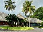 l'entrée principale de l'hôtel «Le Tahiti By Pearl Resorts»