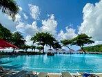 La superbe piscine de l'hôtel, face à l'Ocean Pacifique