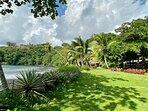 Le superbe jardin tropical de l'hôtel face à l'Ocean Pacifique