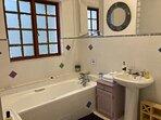 Upstairs en-suite bathroom (queen bed room)