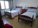 Habitación completa con dos camas de 90 y gran armario