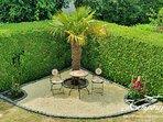 Unser Palmen-Rondell im Garten schafft das ultimative Urlaubs-Feeling.