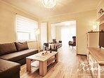 Lassen Sie den Abend gemütlich ausklingen in unserem modern gestalteten Wohnzimmer.