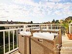 Unser neu gestalteter Südbalkon ist ausgestattet mit tollen Lounge-Möbeln und bietet großartige Sonn