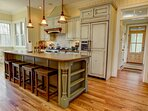 Kitchen island seating for up to 4