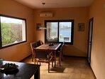 Vista de la Cocina comedor desde la Cocina, con Aire acondicionado.