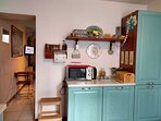 Microonde e mobile frigorifero/freezer - Microwave and fridge/freezer cabinet