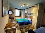 Panoramica della camera - Bedroom overview - Vue d'ensemble de la chambre