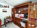 Cucina con lavastoviglie - kitchen with dishwasher - Cuisine avec lave-vasseille