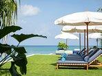 Noku Beach House - Beautiful scenery from sun lounger