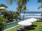 Noku Beach House - Relaxing seaview from pool
