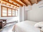 Dormitorio con fantástica luz natural, dificil de encontrar en Toledo