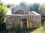 Chapelle ruinée de SanGhjuvà (10 km)