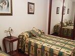 Habitación con dos camas de 1.05