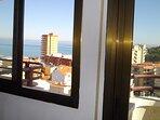Vistas panorámicas del litoral desde la terraza y ventana