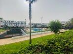 Vistas de la piscina y jardines