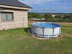 La piscina sólo está instalada durante el verano.
